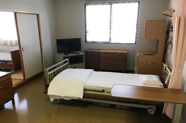 【ベッド】※奥に和室がございます。